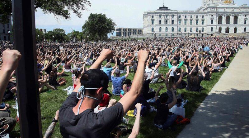 https://religionnews.com/wp-content/uploads/2020/06/webRNS-StPaul-Protest1-060320.jpg